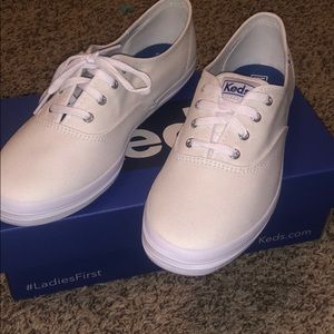 BRAND NEW SIZE 8 shoe